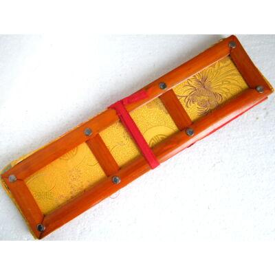 Tibeti pudzsakönyv tartó sárga színű brokátból, vászonnal bélelve