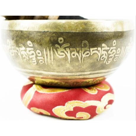 309-gramm-tibeti-mantras-hangtal-piros-brokattal