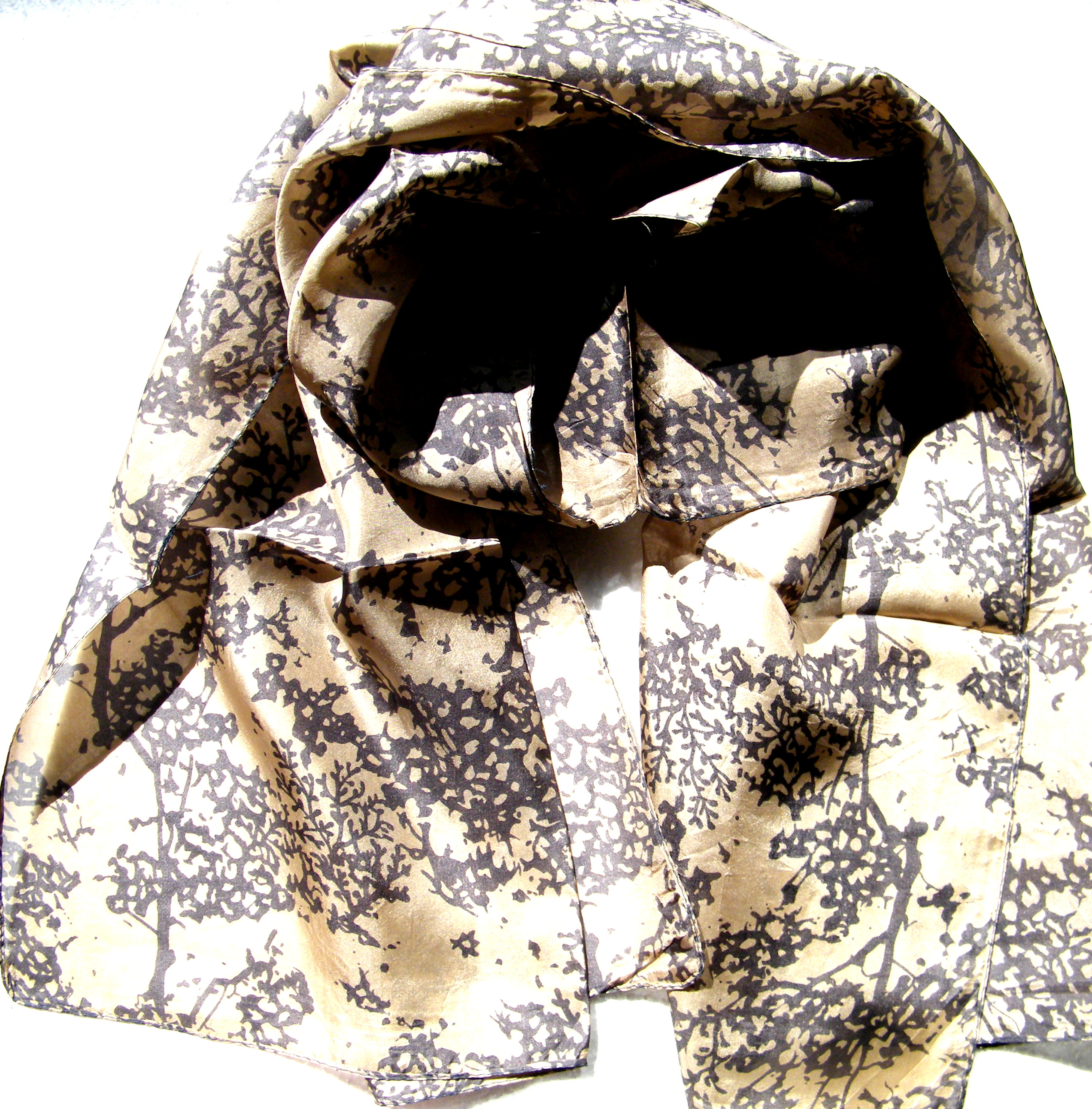 Absztrakt mintás selyem sál 100% valódi selyem szürke drapp Tibetan Shop  Tharjay Norbu Zangpo 731e27a2f9